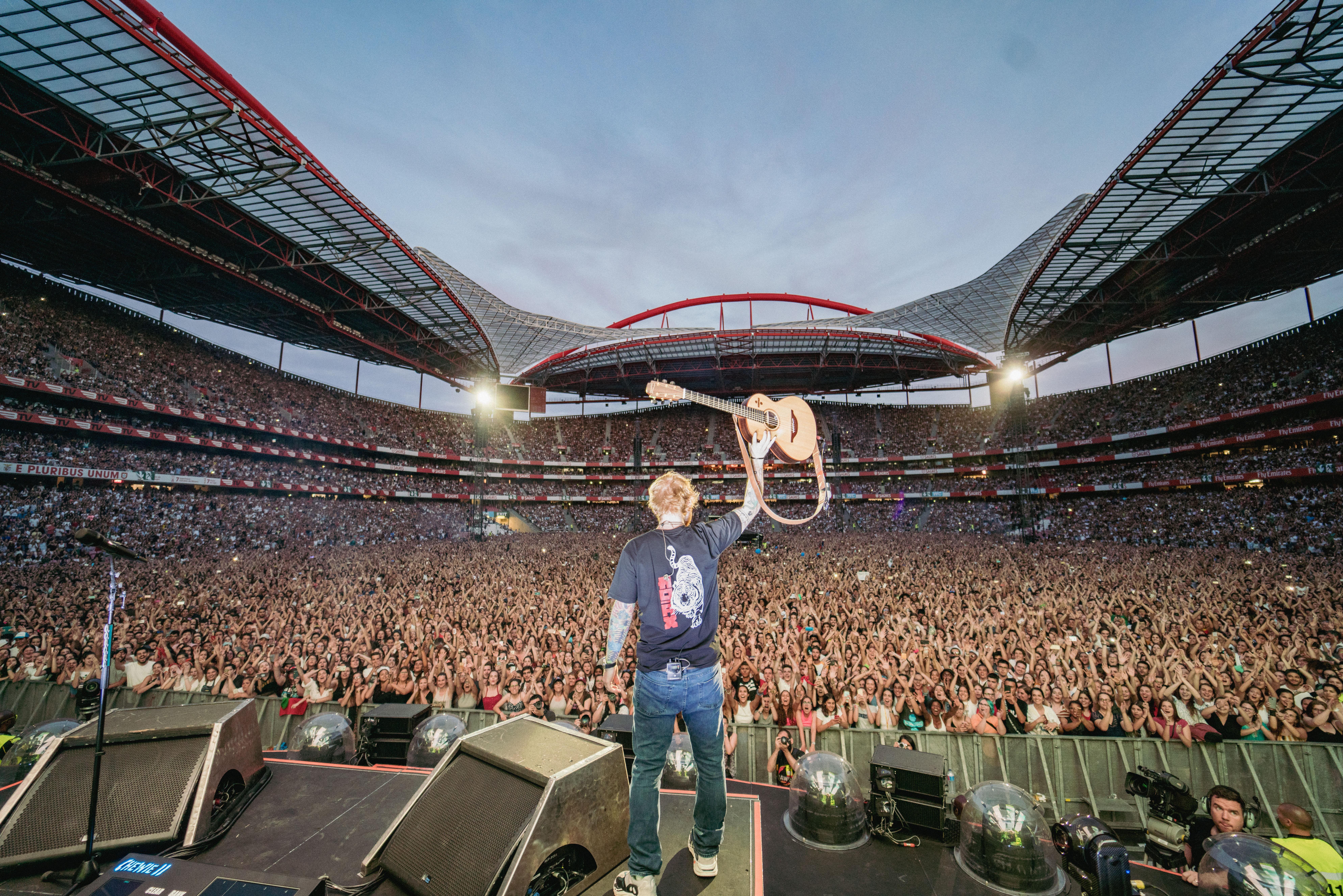 Ed Sheeran + – = ÷ x Tour
